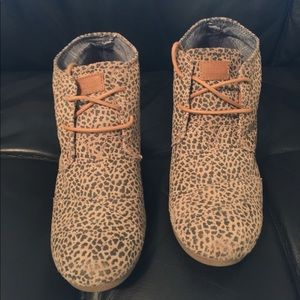 Toms leopard booties size 8 1/2.